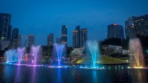 Brunnen vor den Petronas Towers